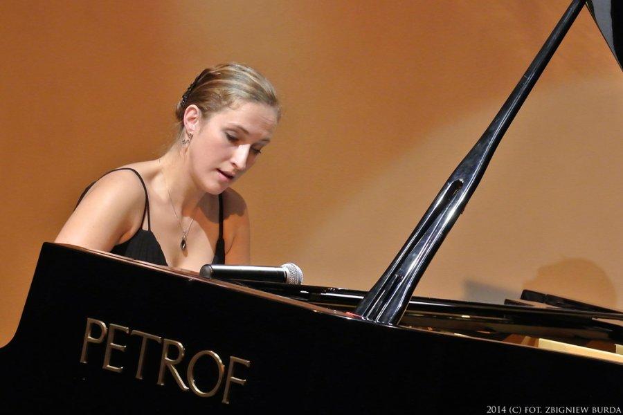 AGATA HOLDYK piano