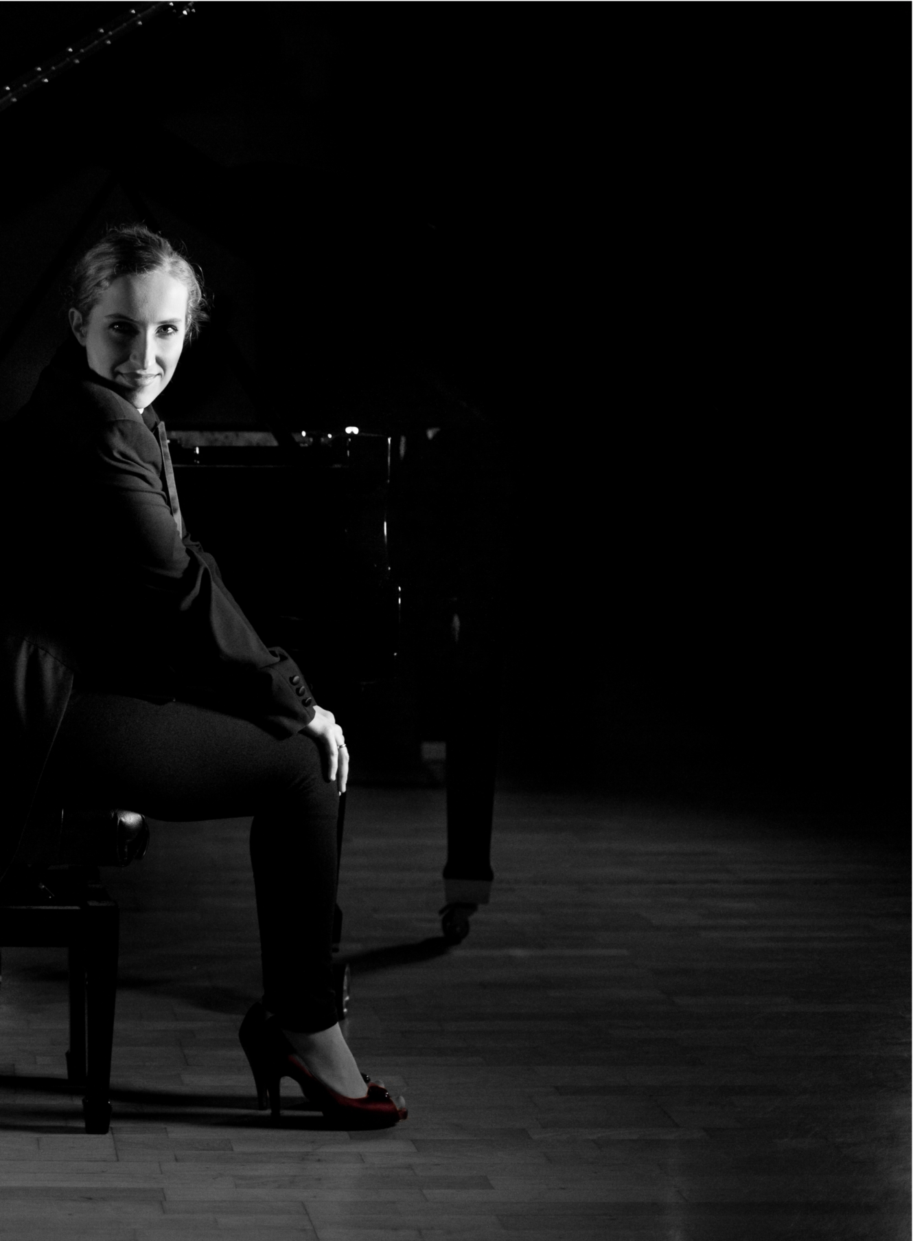 AGATA HOLDYK BW part of piano duo